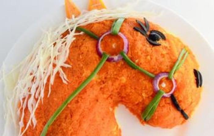 салат на новый год 2014 в виде лошади с фото