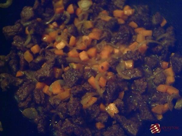 Жаркое из говядины - приготовление, шаг 7