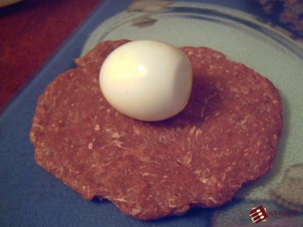 Мясные рулетики с варёным яйцом - приготовление, шаг 5