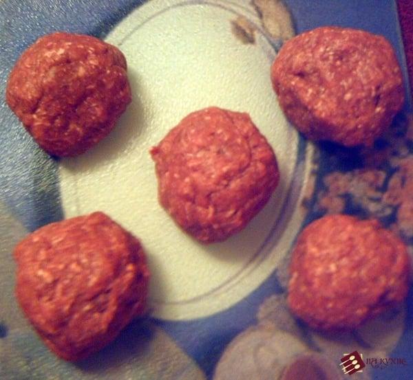 Мясные рулетики с варёным яйцом - приготовление, шаг 3