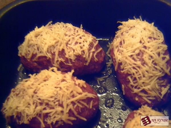 Мясные рулетики с варёным яйцом - приготовление, шаг 8