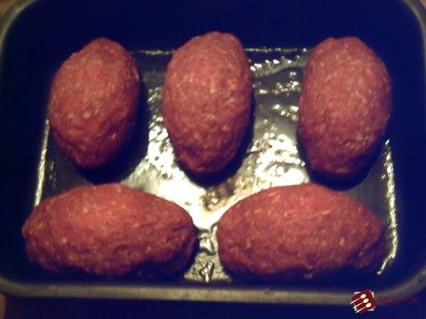 Мясные рулетики с варёным яйцом - приготовление, шаг 7