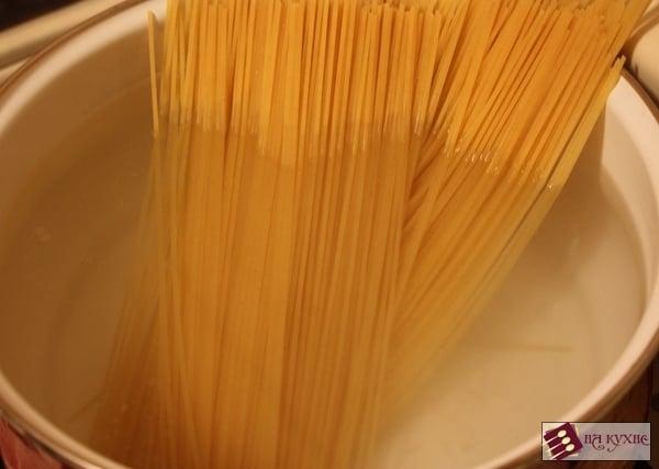 Спагетти с беконом и сыром - приготовление, шаг 2