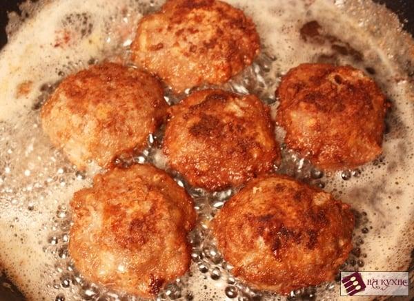Мясные биточки в сливочно-грибном соусе - приготовление, шаг 5