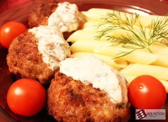 Мясные биточки в сливочно-грибном соусе - приготовление, шаг 10