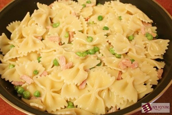 Паста Фарфалле с ветчиной и зеленым горошком - приготовление, шаг 9