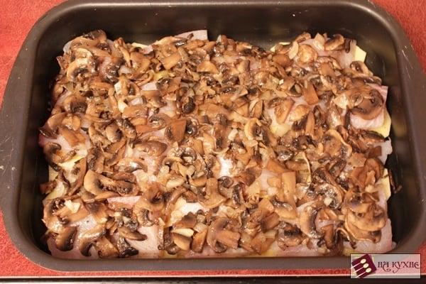 Запеченный картофель с рыбой и грибами - приготовление, шаг 10