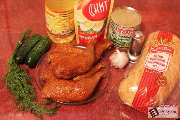 Салат с копченой курицей, горошком и сухариками - приготовление, шаг 1