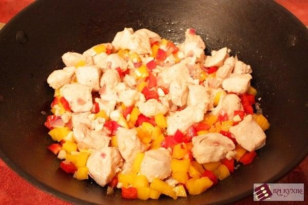 Тушеная курица с рисом и овощами - приготовление, шаг 7