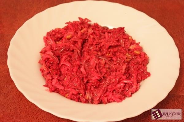 Салат из свеклы с сыром и грецкими орехами - приготовление, шаг 6