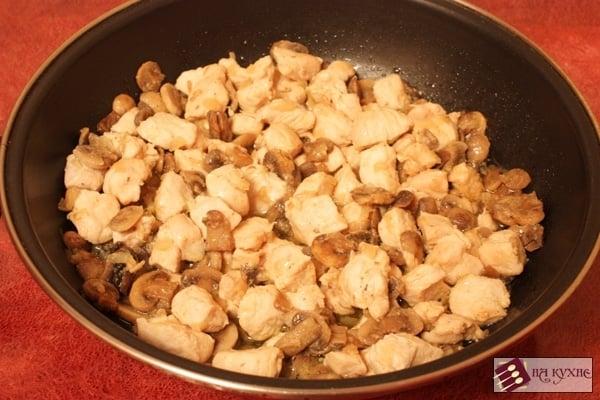 Куриное филе с грибами и помидорами - приготовление, шаг 7
