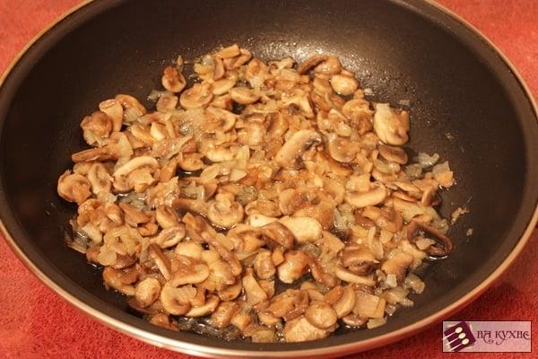 Картофельная запеканка с фаршем и грибами - приготовление, шаг 4
