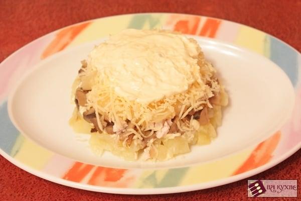 Салат с курицей, грибами и ананасами «Ромашка» - приготовление, шаг 9