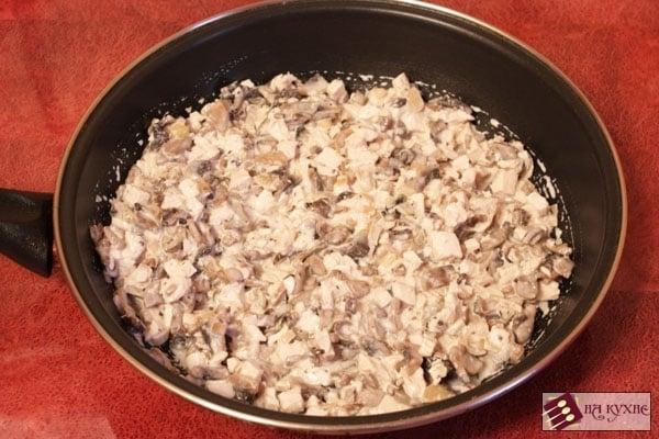 Рулетики из лаваша с курицей и грибами - приготовление, шаг 6