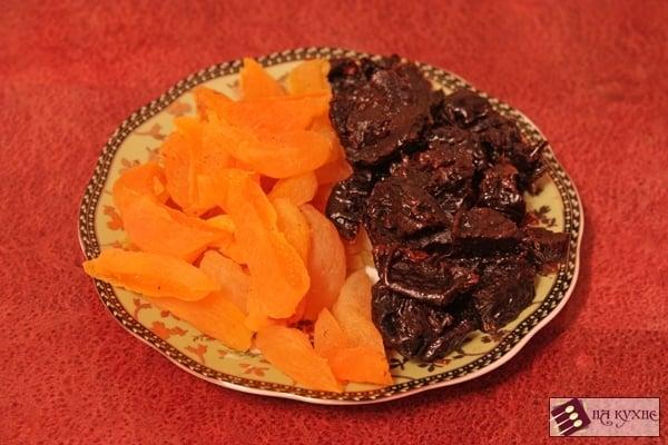 Запеченные куриные голени с курагой и черносливом - приготовление, шаг 2