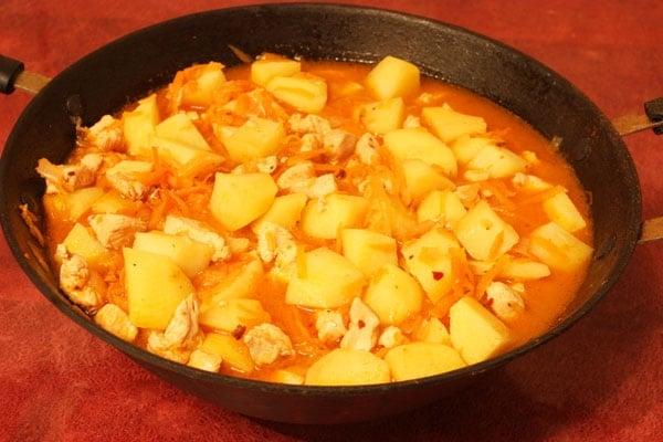 Жаркое из картофеля с курицей - приготовление, шаг 7