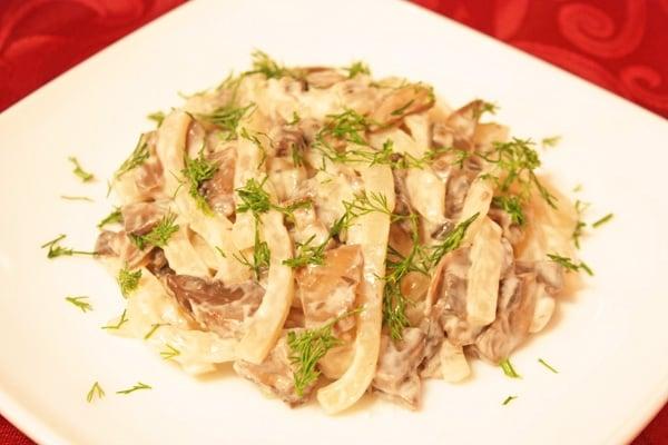 Салат с кальмарами и грибами «Объедение» - приготовление, шаг 8