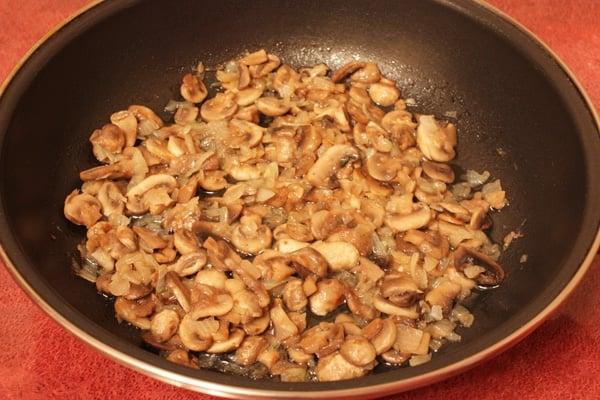 Салат с кальмарами и грибами «Объедение» - приготовление, шаг 6