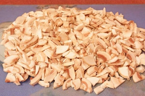 Салат с кальмарами и грибами «Объедение» - приготовление, шаг 4