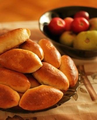 Печеные пирожки на кефире - приготовление, шаг 4
