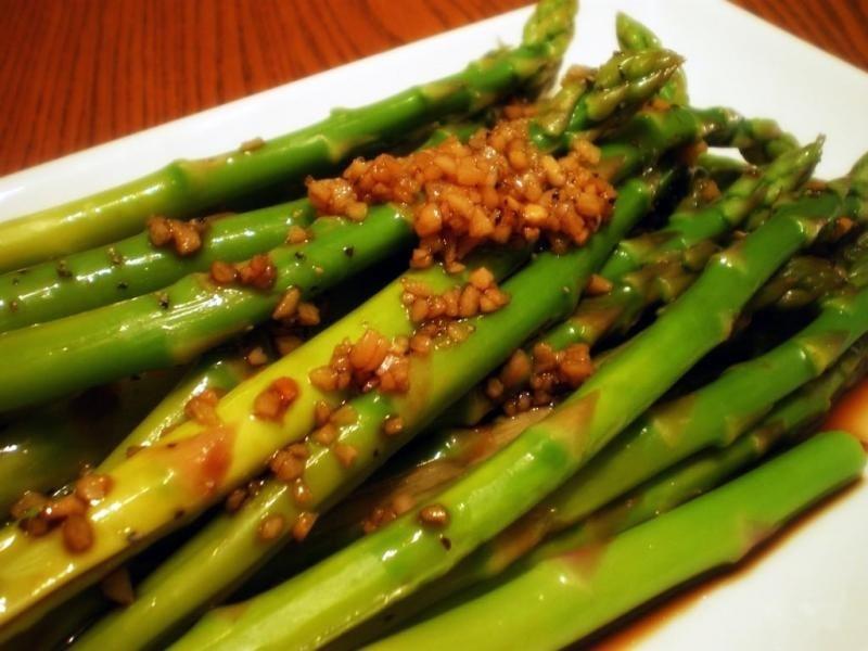 Салат из спаржи с чесноком - приготовление, шаг 4