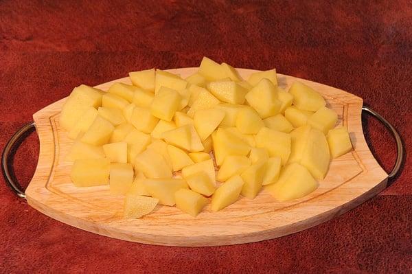Картофель с говядиной и черносливом, тушеные в горшочке - приготовление, шаг 3