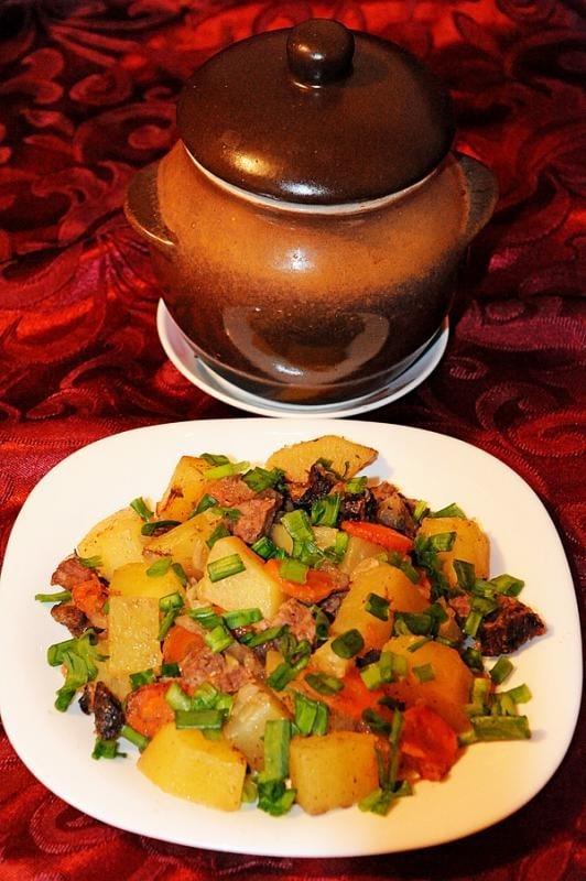 Картофель с говядиной и черносливом, тушеные в горшочке - приготовление, шаг 9