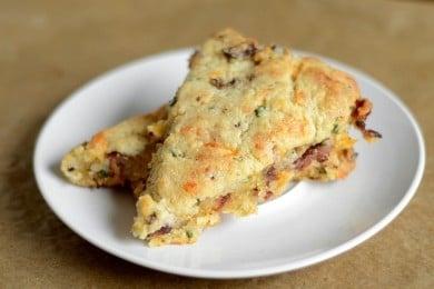 Песочный пирог с беконом, сыром и луком - приготовление, шаг 5