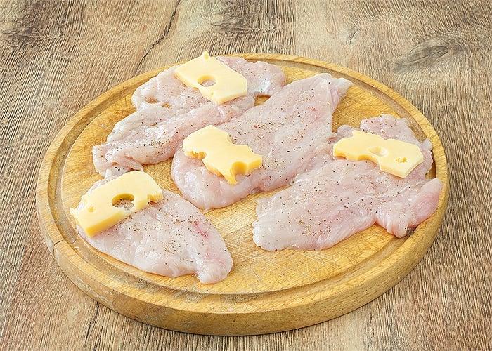Рулеты из индейки с сыром - приготовление, шаг 1