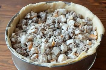 Пирог с двойной мясной начинкой - приготовление, шаг 4