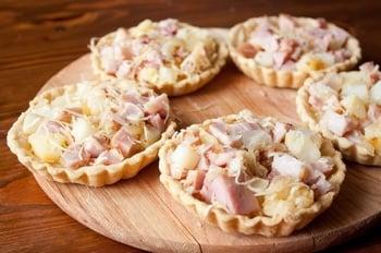 Слоеные тарталетки с копченой курицей и картофелем - приготовление, шаг 5