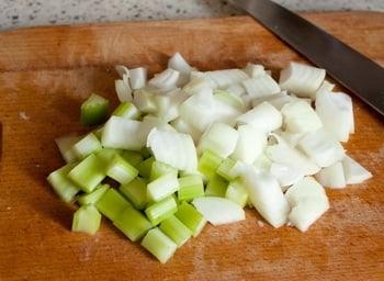 Тушеные ребрышки с картофелем и грибами - приготовление, шаг 2