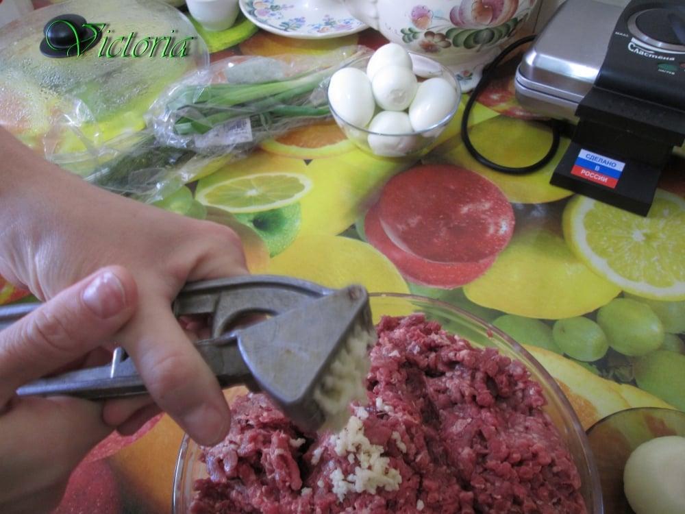 Мясной пирог с яйцами и овощами - приготовление, шаг 7