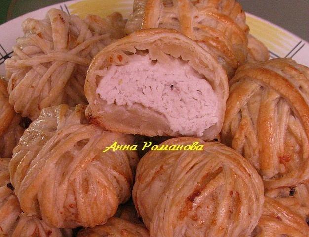 Клубочки с курицей из слоёного теста - приготовление, шаг 1