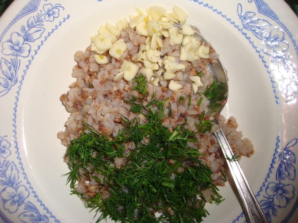 Карп, запеченный с гречкой и грибами - приготовление, шаг 3
