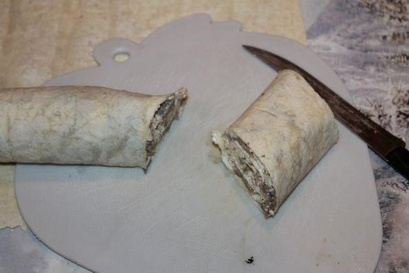 Рулетики из лаваша с языком - приготовление, шаг 3