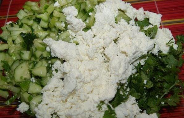 Салат со свежими овощами и творогом в перце - приготовление, шаг 1