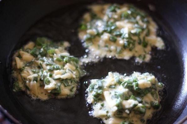 Оладьи с зеленым луком - приготовление, шаг 2
