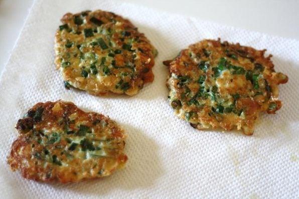 Оладьи с зеленым луком - приготовление, шаг 3