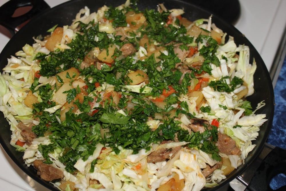 Капуста, тушенная с индейкой и картофелем - приготовление, шаг 5