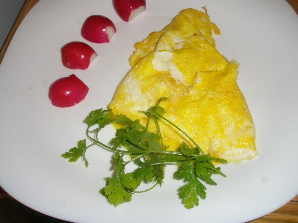 Яичница с сыром на завтрак - приготовление, шаг 1