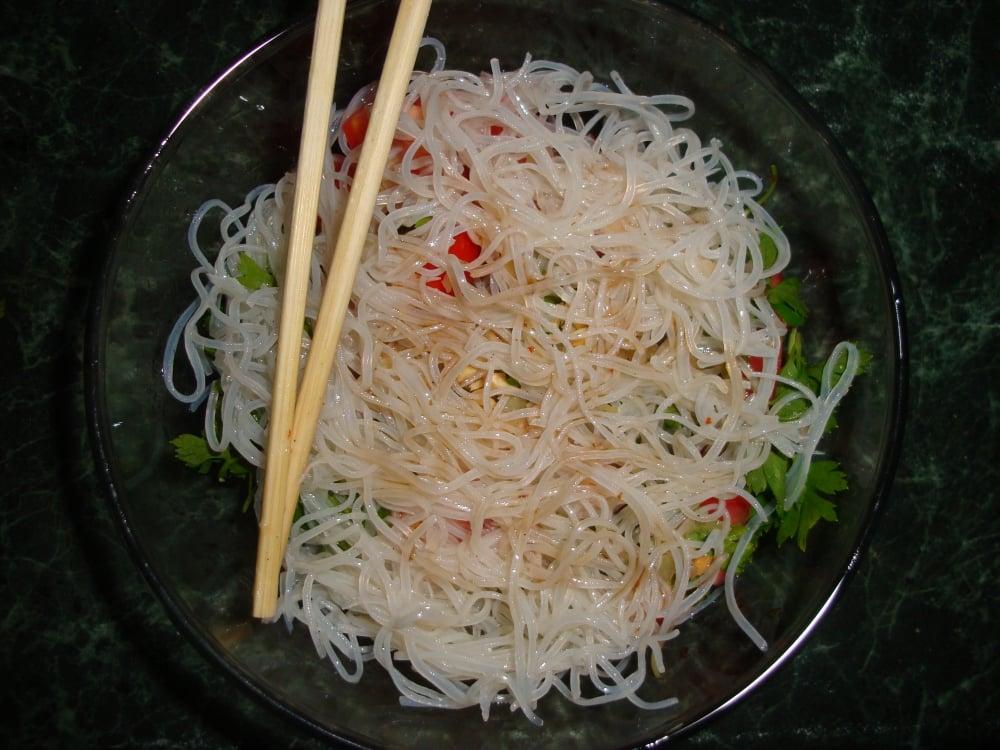 Овощной салат с фунчозой - приготовление, шаг 4