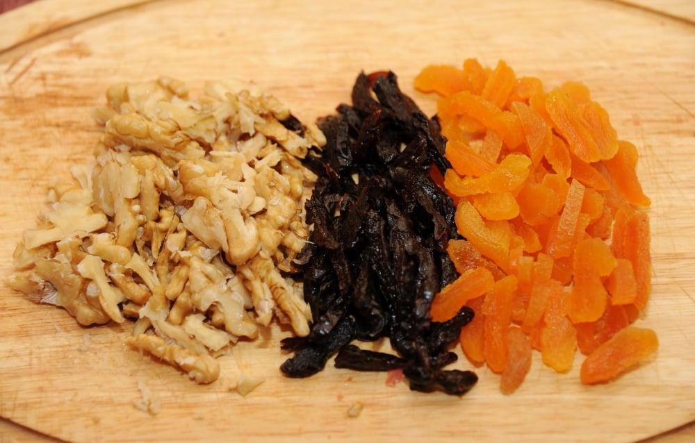 Тушеная телятина с курагой, черносливом и орехами в белом вине - приготовление, шаг 3