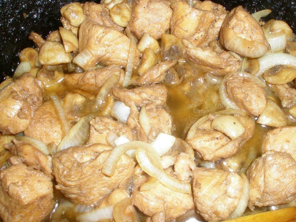 Курица с грибами, маринованная в соевом соусе - приготовление, шаг 1