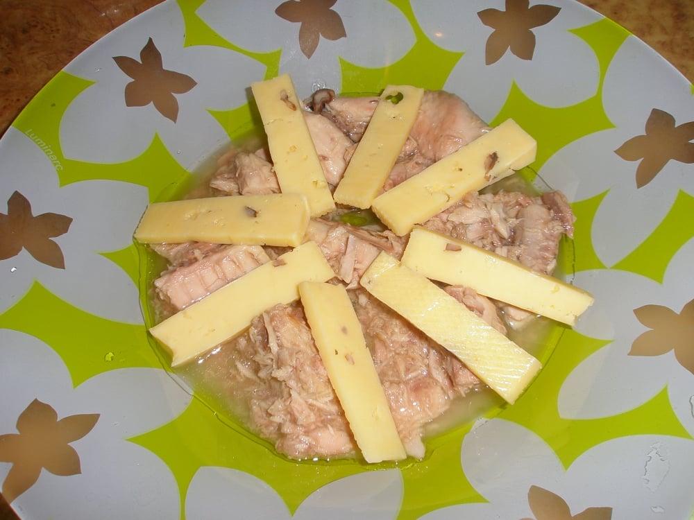 Салат слоеный с тунцом и авокадо - приготовление, шаг 2