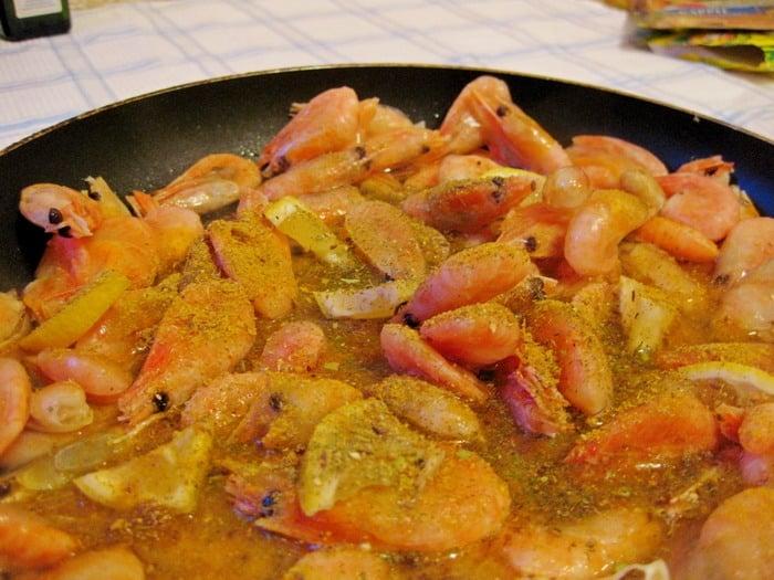Жареные креветки с карри и соевым соусом - приготовление, шаг 3