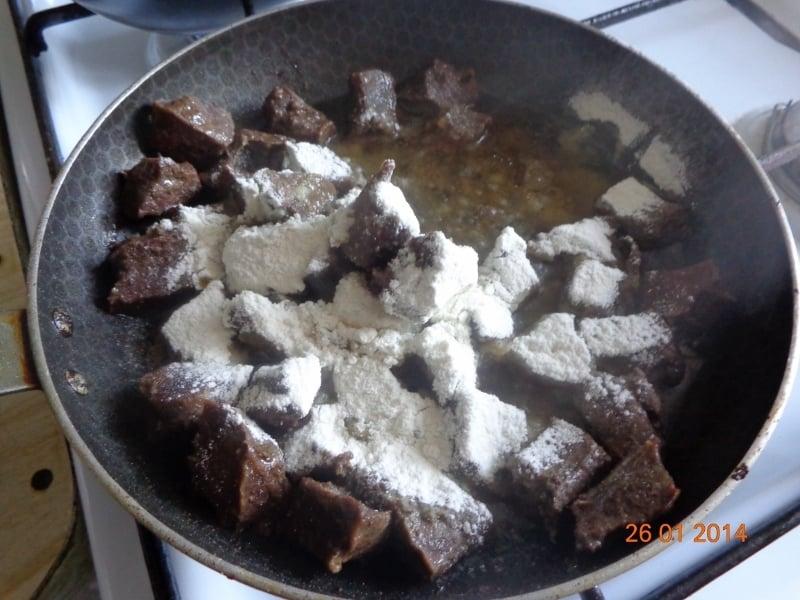 Тушеное говяжье сердце с подливой - приготовление, шаг 2