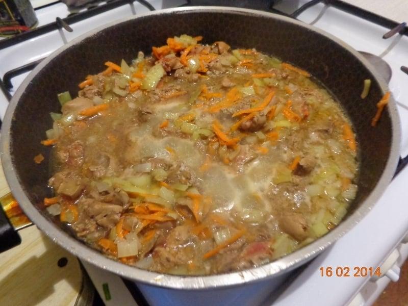 Куриная печень с грибами и рисом - приготовление, шаг 1