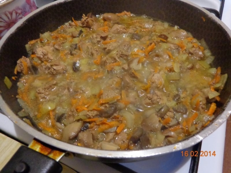 Куриная печень с грибами и рисом - приготовление, шаг 2
