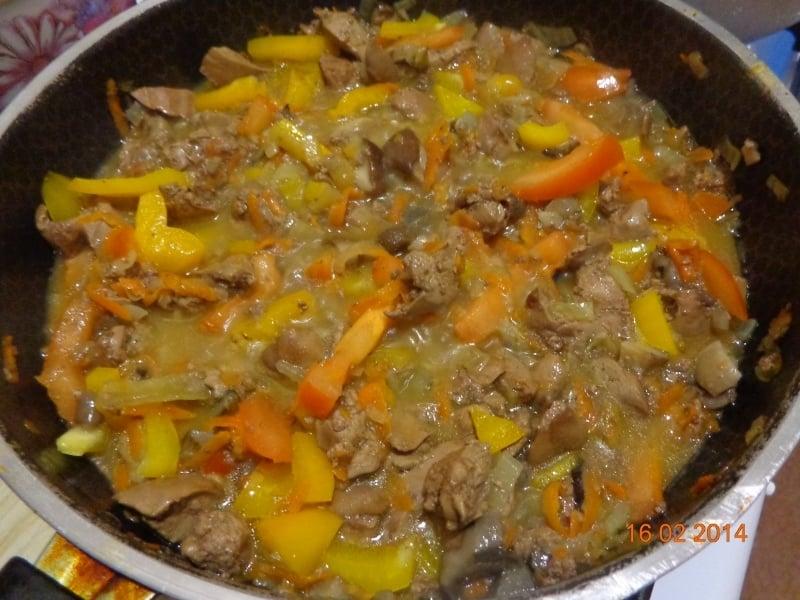 Куриная печень с грибами и рисом - приготовление, шаг 4